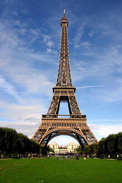 http://www.paris-move.com/fck_upload/image/A%20VOIR%20ABSOLUMENT/Tour%20Eiffel.jpg